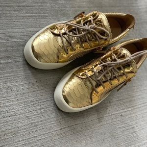 Giuseppe Zanotti low top gold sneakers